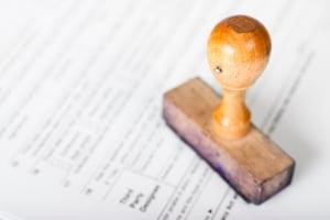 Gewisse falsche Angaben im Anhörungsbogen können strafbar sein.