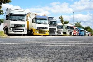 Mit dem Führerschein CE dürfen schwere Lkw mit großen Anhängern gefahren werden.
