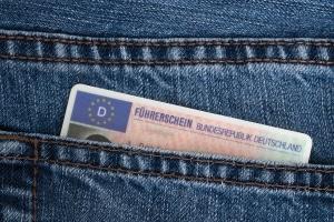 Haben Sie bereits einen zivilen Führerschein, können Sie den Dienstführerschein beantragen.