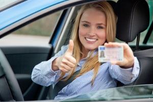 Kann man den Führerschein erhalten, ohne die Fahrschule absolviert zu haben?