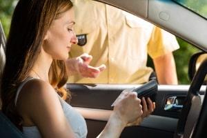 Führerschein vergessen: In der Probezeit hat dies außer einem Bußgeld keine Konsequenzen.