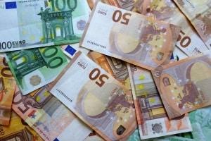 Führerscheinfoto: Die Kosten beim Automaten liegen bei fünf Euro. Beim Fotografen sind es etwa 20.