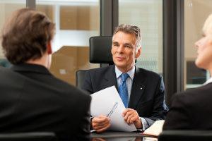 Wird ein Mitarbeiter geblitzt mit dem Firmenwagen, erhält den Anhörungsbogen oft der Chef.