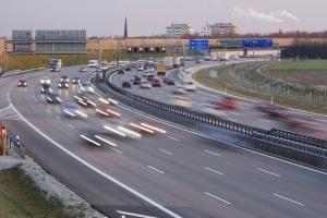Geblitzt in der Schweiz: Fahren Sie auf der Autobahn schneller als 120 km/h, droht ein Bußgeld.