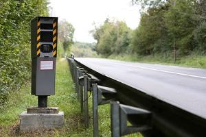 Geblitzt worden auf der Landstraße: Was droht den Temposündern nun?