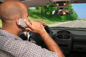 Geblitzt mit dem Handy in der Hand - das kann teuer werden.