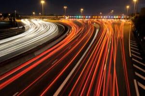Geisterfahrer auf der Autobahn gefährden den Verkehr.