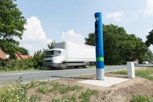 Welche Geschwindigkeit darf ein Lkw auf der Landstraße maximal haben?