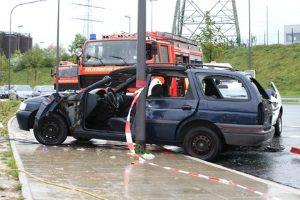 Wenn Sie bei Gewitter autofahren, sind vor allem Windböen gefährlich. Sie können Sie von der Straße drängen.