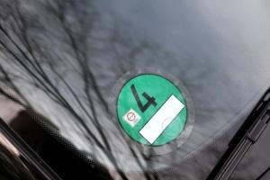 Grüne Plakette: Wo am Auto ist diese anzubringen und wie lange ist sie gültig?