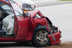 Ein Gutachter vom TÜV kann auch den Restwert eines Fahrzeugs bestimmen.