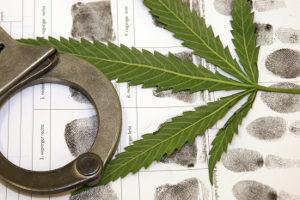 Gegen einen Härtefall spricht beim Fahrverbot unter anderem ein Verstoß mit Drogen.