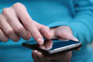 Handy am Steuer: Der Einspruch gegen den Bußgeldbescheid ist immer möglich