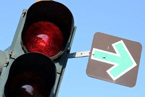 Handy am Steuer: Ist eine rote Ampel eine Erlaubnis zum Telefonieren?