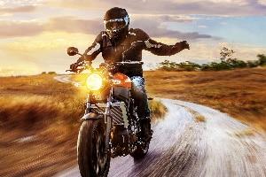 In Deutschland gilt eine gesetzliche Helmpflicht auf dem Motorrad.