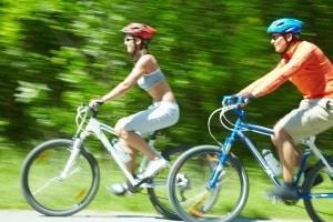 Ist ein Fahrradhelm Pflicht? In Deutschland gilt derzeit keine Helmpflicht auf dem Rad.