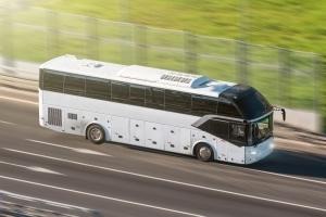 Höchstgeschwindigkeit auf der Autobahn: Ein Bus darf hier mitunter 100 km/h schnell fahren.
