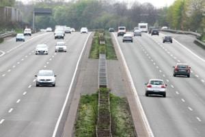 Eine Höchstgeschwindigkeit auf der Autobahn ist nicht immer vorgeschrieben.