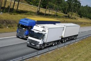 Wie ist die Höchstgeschwindigkeit mit dem Lkw auf der Landstraße definiert?
