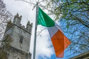 Worauf sollten Urlauber achten, wenn sie in Irland am Verkehr teilnehmen wollen?