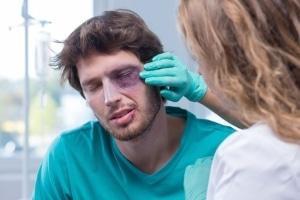 Besteht bei einem Jochbeinbruch ein gesetzlicher Anspruch auf Schmerzensgeld?