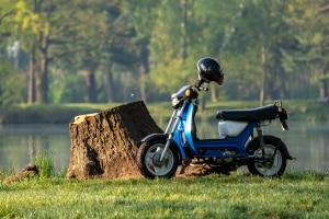 Sie müssen für das Kleinkraftrad eine Versicherung abschließen.