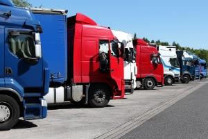 Die Kosten für eine Fahrzeitüberschreitung mit dem Lkw treffen nicht nur den Fahrer, sondern auch den Unternehmer.