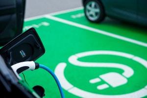 Kostenlos Parken: Mit dem Elektroauto ist das in einigen Städten möglich.