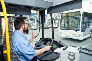 Kraftomnibusse müssen zur Sicherheitsprüfung.