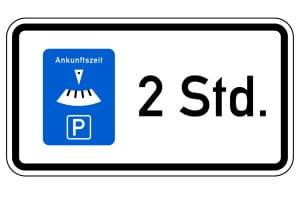 Kurzzeitparkplatz: Ein Schild zeigt die erlaubte Parkdauer an.