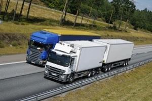 Es gilt für einen Lkw von 3,0 t eine andere Geschwindigkeit auf der Autobahn als für einen 3,5-Tonner.