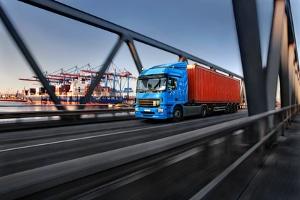 Arbeitszeit: Lkw-Fahrer müssen eine Schichtzeit von 8 Stunden einhalten.