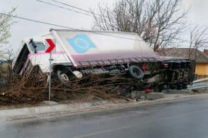 Ein Lkw-Unfall kann großen Schaden verursachen.