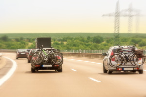 Der Mehrverbrauch fällt beim Fahrradträger am Heck meist geringer aus.