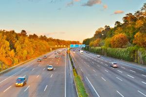 Eine Mindestgeschwindigkeit für die deutsche Autobahn ist nicht vorgeschrieben - wohl aber die Bauart der Fahrzeuge.