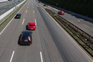 Indem Mittelspurschleicher unentwegt die mittlere Spur blockieren, gefährden sie die Verkehrssicherheit.