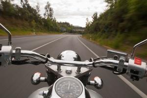 Bei einem Motorrad mit bearbeitetem dB-Killer Auspuff erlischt die allgemeine Betriebserlaubnis.