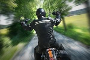 Auf dem Motorrad geblitzt: Ist der Fahrer nicht erkennbar, gibt es andere Möglichkeiten, ihn zu identifizieren.