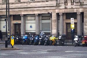 Parken mit dem Motorrad: Drohen dieselben Strafen wie bei Parkverstößen mit dem Auto?
