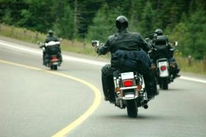 Für Motorradfahrer besteht keine Winterreifenpflicht.