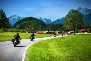 Der Motorradführerschein A2 verursacht gewisse Kosten.