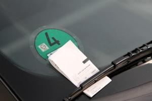 Ohne Parkschein zu parken, steht unter Strafe.