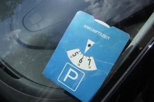 Die Parkdauer auf einem Behindertenparkplatz kann begrenzt sein.