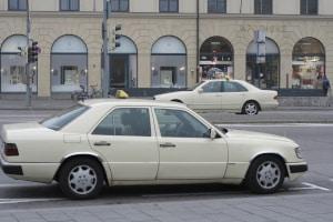 Das Parken auf dem Taxistand ist ausschließlich Taxifahrern gestattet.