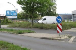 Ist das Parken auf einer Verkehrsinsel erlaubt oder nicht?