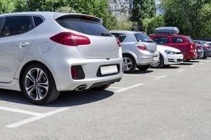 Parkplatz freihalten; Ist das Nötigung und welche Strafe kann dafür verhängt werden?