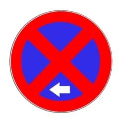 Bei einem Parkverbot wird der Beginn durch einen weißen Pfeil markiert.
