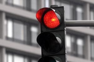 Fahren Sie bei Rot über die Ampel, kann dies ein qualifizierter Rotlichtverstoß sein.