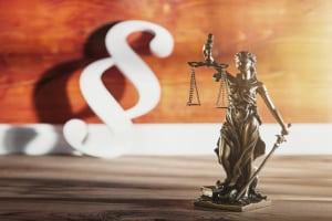 Der Rechtsmissbrauch behandelt Rechte und Pflichten und wie sie missbraucht werden um beispielsweise anderen zu schaden.