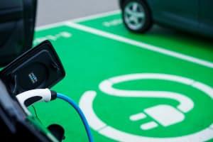 Reichweite vom E-Auto: In Deutschland sollen viele neue Ladestationen entstehen.